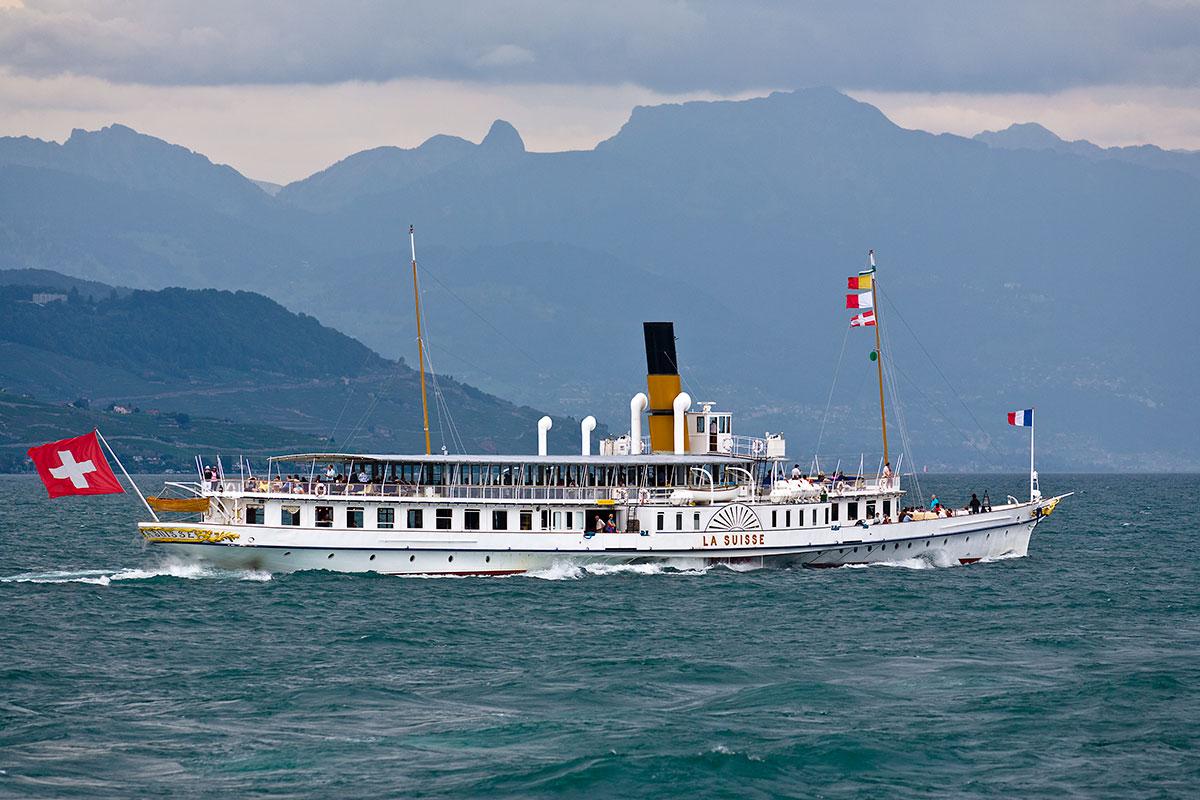 Départ du S/S La Suisse d'Ouchy en course 204, dernier HAUT-LAC-EXPRESS 2011