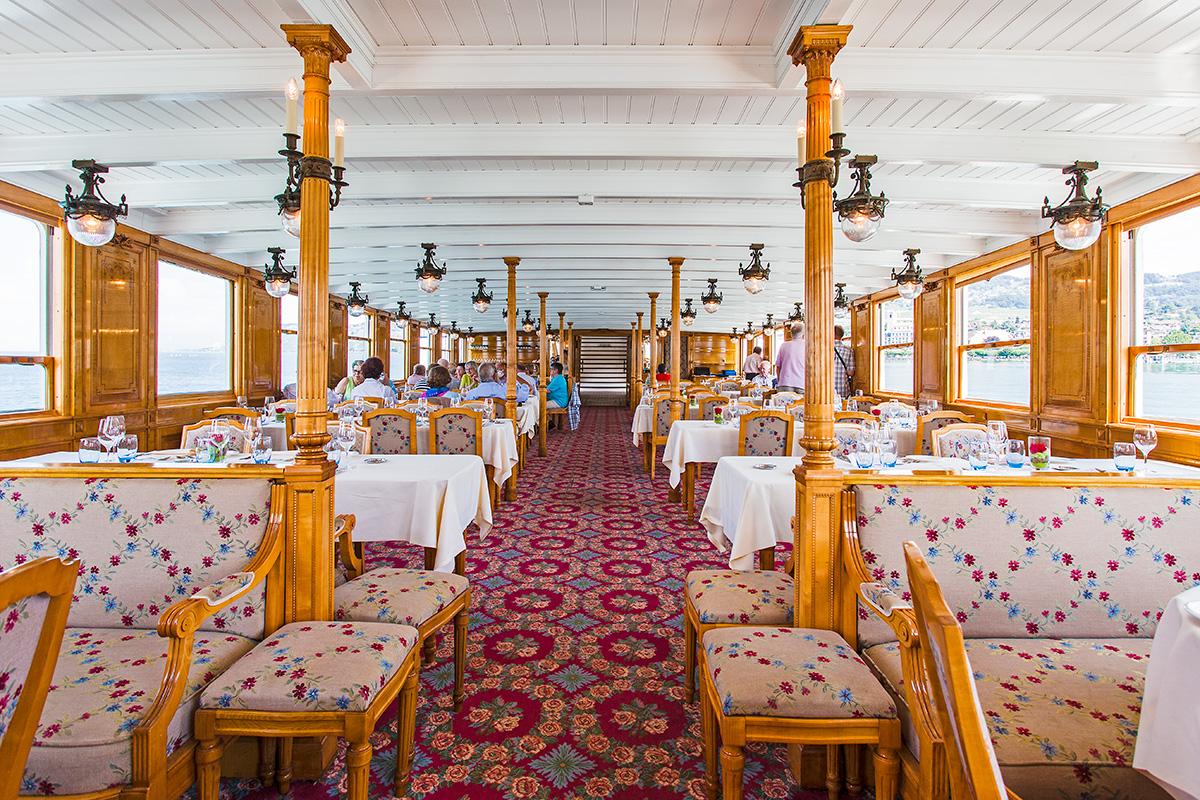 Salon-restaurant du S/S La Suisse en course 201